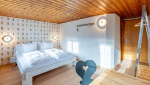 A bed or beds in a room at Gasthaus Brünig Kulm