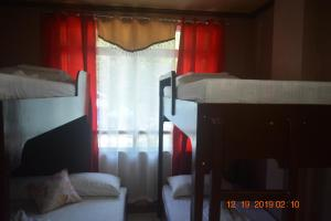 A bunk bed or bunk beds in a room at OYO 712 Island Hop Nido Hostel