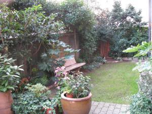 Ein Garten an der Unterkunft Casa Jolanda