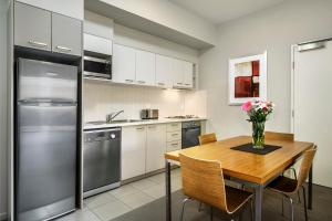 A kitchen or kitchenette at Gladstone Downtown Central Apartment Hotel