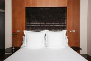 A bed or beds in a room at Hotel Banke Opera, Autograph Collection
