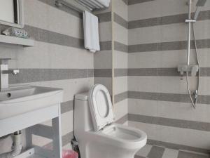 Un baño de Yangshuo Show Biz Youth Hostel