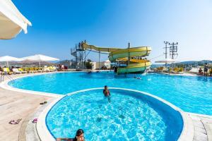 Het zwembad bij of vlak bij Afytos Bodrum