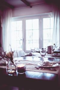 A restaurant or other place to eat at Bed & Breakfast De Ruige Weide