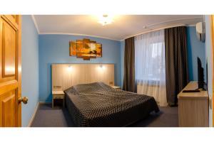 Кровать или кровати в номере Луки-Сервис