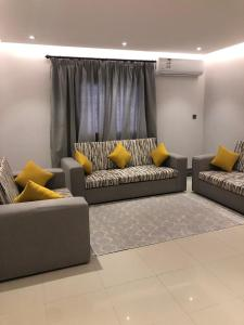 Uma área de estar em Nuzol Mina 110 Hotel