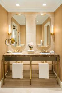 A bathroom at Rosewood Mansion on Turtle Creek