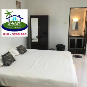A bed or beds in a room at BANAT Homestay & Roomstay Arau