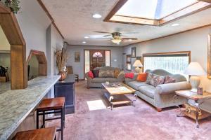 A seating area at Bull Shoals Lake Getaway at Beaver Creek Marina!