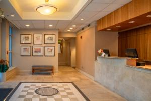 The lobby or reception area at Park Lane Suites & Inn