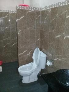 A bathroom at RF Hotel