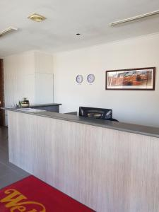 The lobby or reception area at Ararat Colonial Lodge Motel