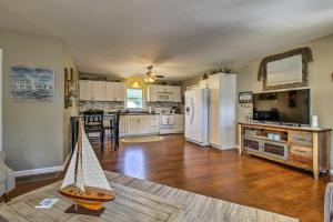 A kitchen or kitchenette at Modern Home with Patio and Grill, 1 Mi to Stockton Lake