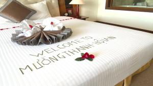 Ein Bett oder Betten in einem Zimmer der Unterkunft Muong Thanh Holiday Hoi An Hotel
