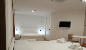 A bed or beds in a room at BB Hotels Aparthotel Isola