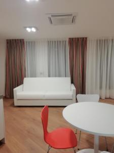 A seating area at BB Hotels Aparthotel Isola