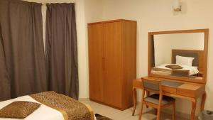 Cama ou camas em um quarto em شقق جنة الوادي الفندقية