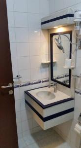 Um banheiro em شقق جنة الوادي الفندقية