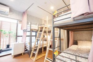A bunk bed or bunk beds in a room at Akasaka-no Sato (Female Only)