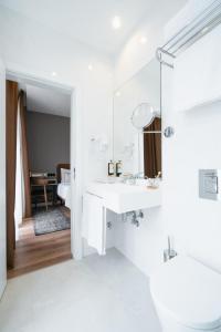 Uma casa de banho em LX SoHo Boutique Hotel