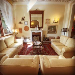 A seating area at Hotel David