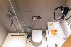 A bathroom at MEG HOTEL