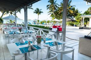 A restaurant or other place to eat at Coral Azur Beach Resort Mont Choisy