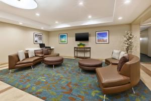 A seating area at Candlewood Suites Washington North, an IHG Hotel