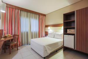 Cama ou camas em um quarto em Comfort Hotel Salto