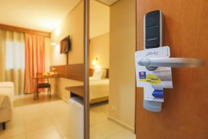 Um banheiro em Comfort Hotel Salto