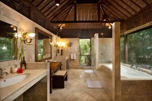 A bathroom at Ayung Resort Ubud