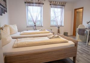 A bed or beds in a room at Hotel Bouzid - Laatzen