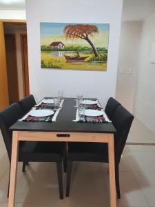 Um restaurante ou outro lugar para comer em Rosa Branca Facilities Apartamentos