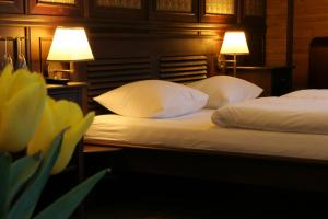 A bed or beds in a room at Boat Hotel Matylda