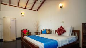 A bed or beds in a room at Dinsara Pearl Villa