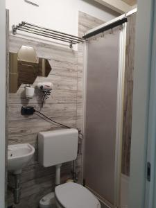 A bathroom at Welcome to SaleRooms