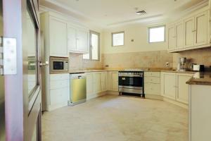 مطبخ أو مطبخ صغير في  نخلة جميرا D نسمة - فيلا فاخرة - فيلا السعفة
