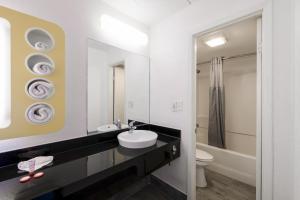 A bathroom at OYO Hotel Houston Katy Freeway