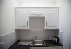 A kitchen or kitchenette at Casey's Of Baltimore Collection