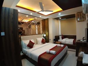 A bed or beds in a room at Hotel Royal Park