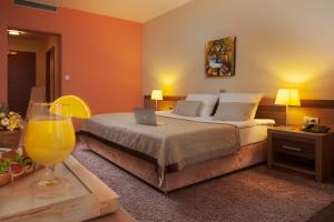 A bed or beds in a room at Hotel Kras