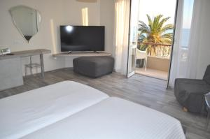 A television and/or entertainment center at Hotel Boncardo