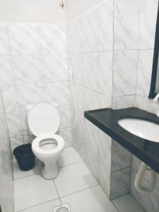 A bathroom at Pousada Terra do Sol