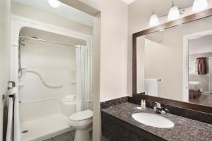 A bathroom at Travelodge by Wyndham Salmon Arm BC