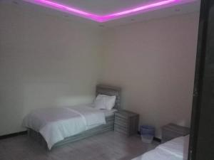 Cama ou camas em um quarto em Al Raha Beach Chalets