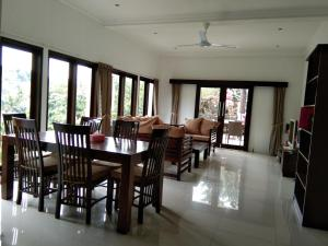 A restaurant or other place to eat at Rumah Riang