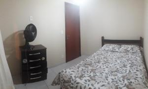 Cama ou camas em um quarto em Chalé do Charles