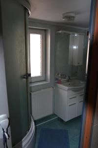 A bathroom at Gutsulochka Apartment