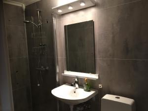 A bathroom at iSYVDE Gjesteheim