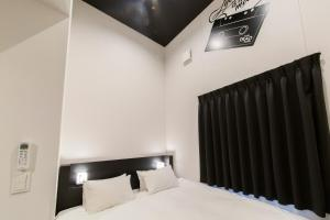 A bed or beds in a room at HOTEL TRAD Replay